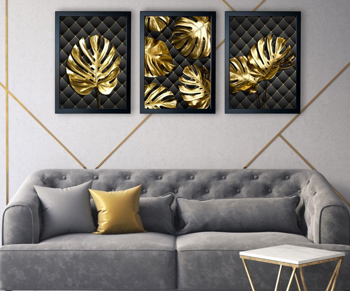 Monstera Gold nad stylową kanapą