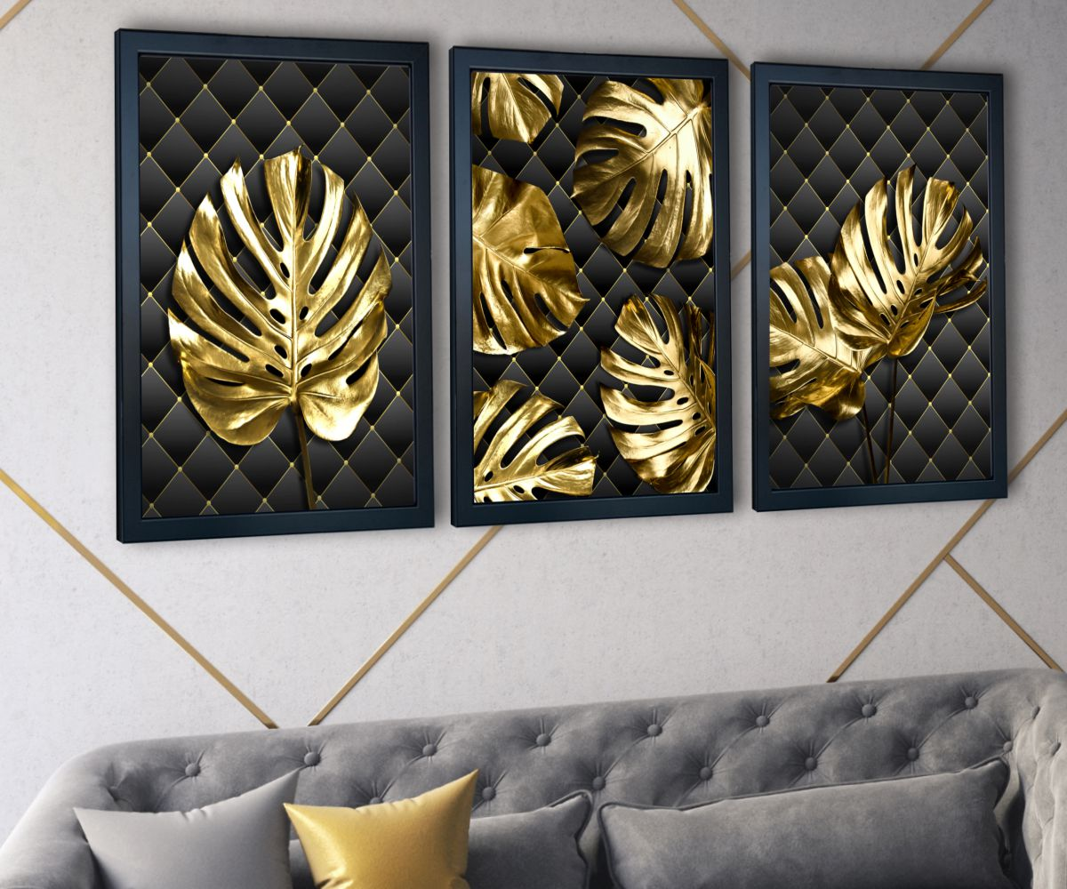 Monstera Gold nad stylową kanapą zbliżenie