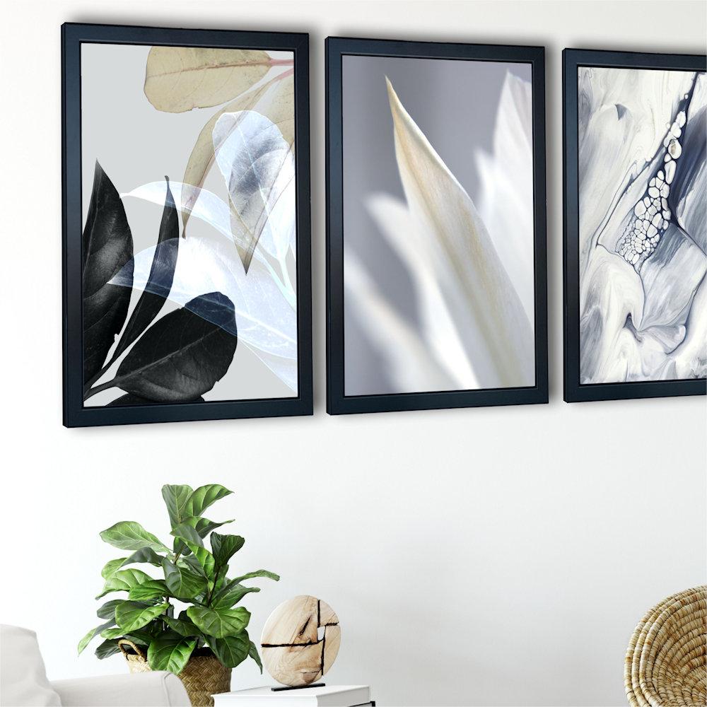 Obraz biały kwiat na ścianie zbliżenie