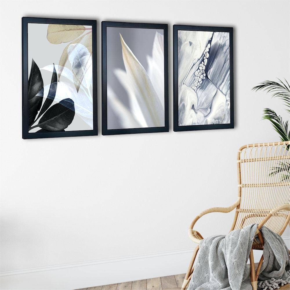Obraz biały kwiat na białej ścianie zbliżenie
