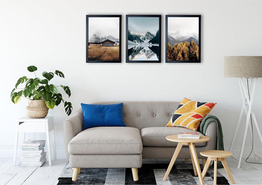 góry nad stylową kanapą pod kątem