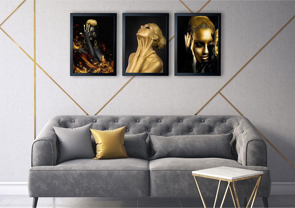 Obrazy kobiet nad kanapą