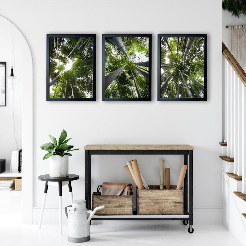 Obraz las bambusowy nad stolikiem