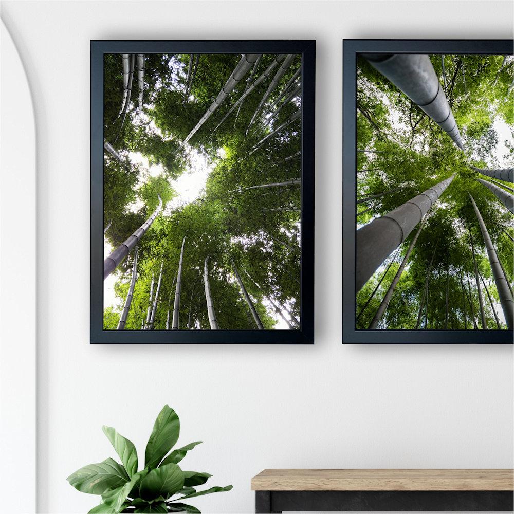 Obraz las bambusowy nad stolikiem zbliżenie