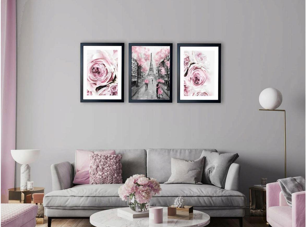 różowe peonie,paryż nad kanapą