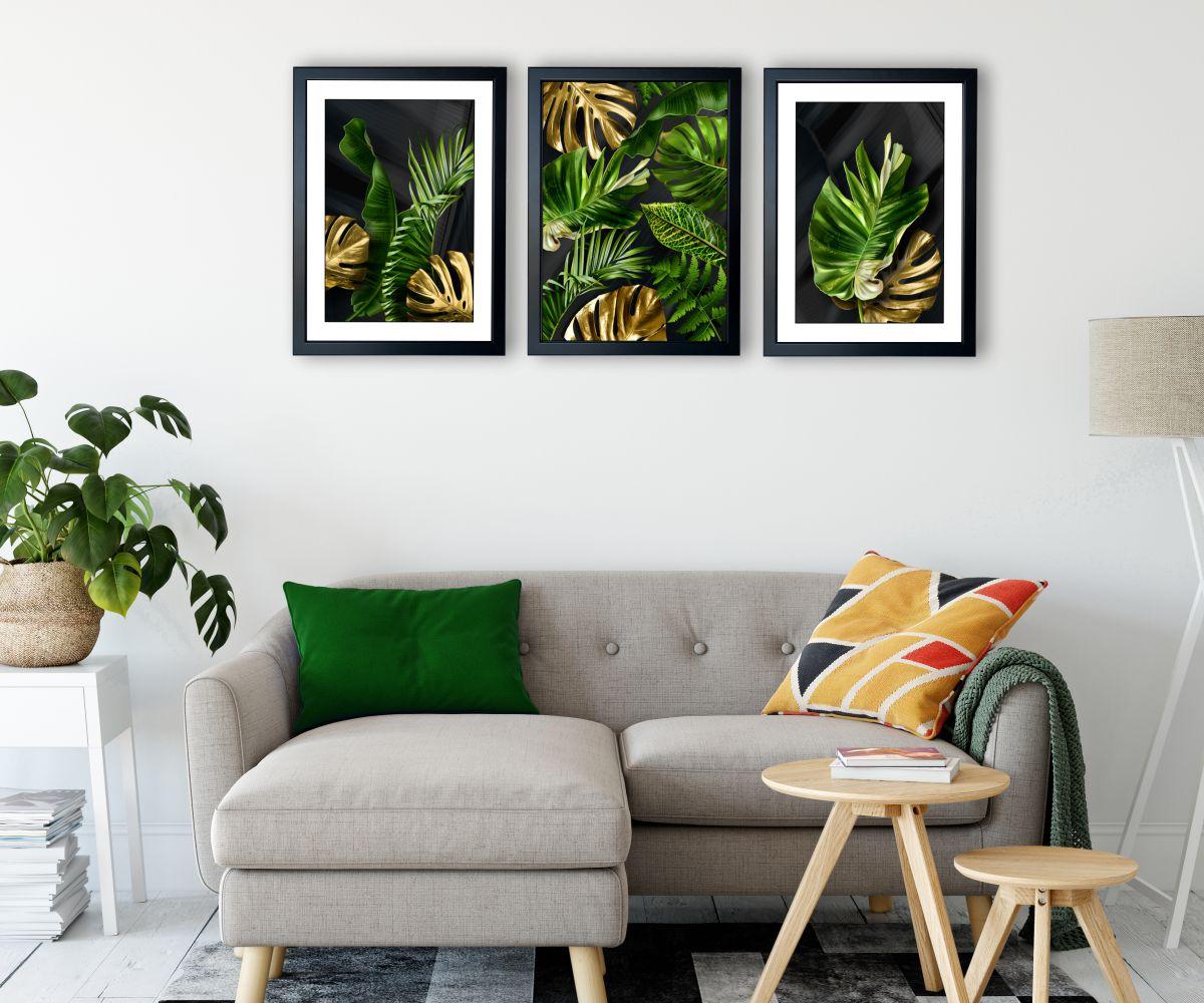 tropical monstera nad kanapą