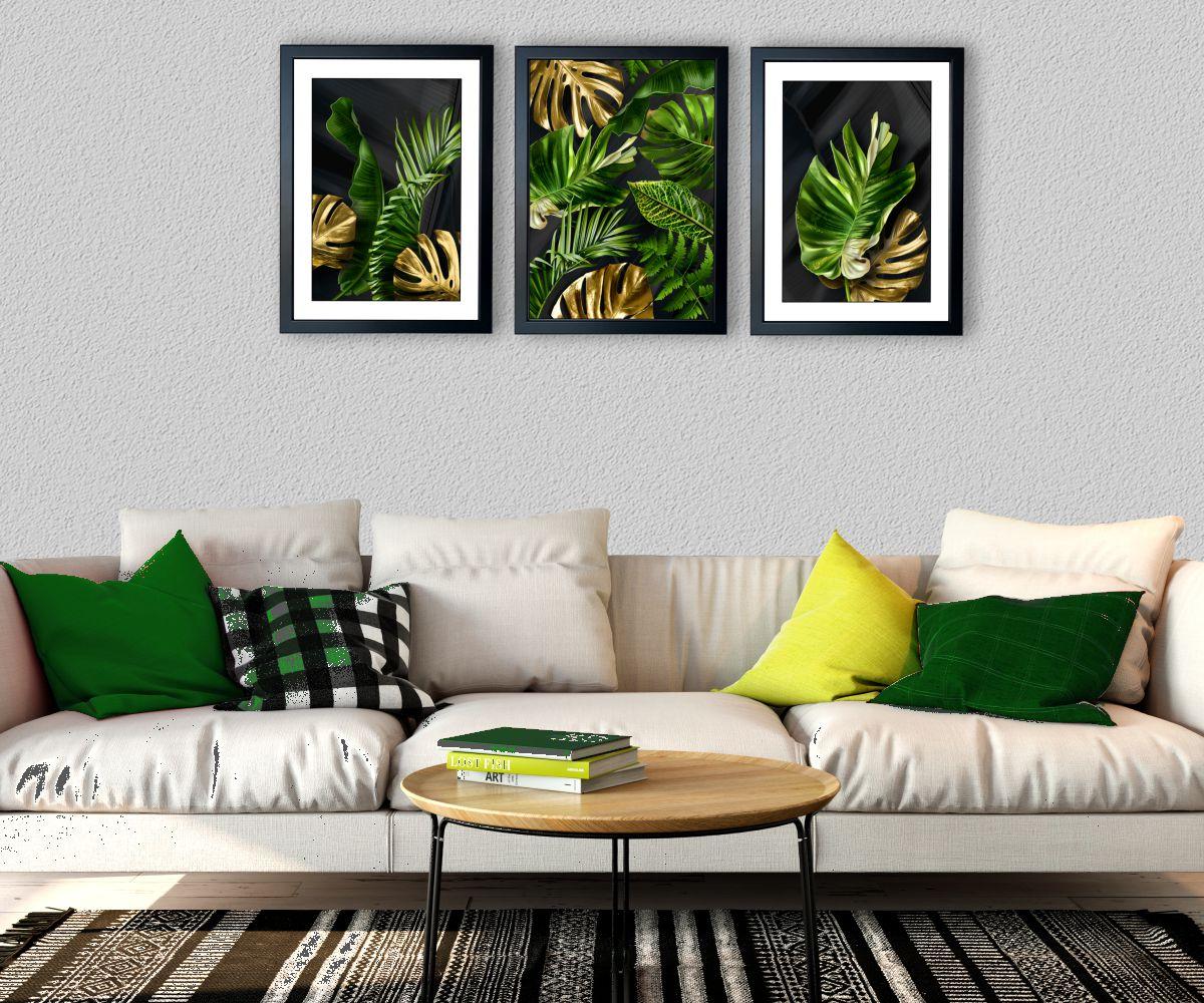 tropical monstera I nad stylową kanapą pod kątem