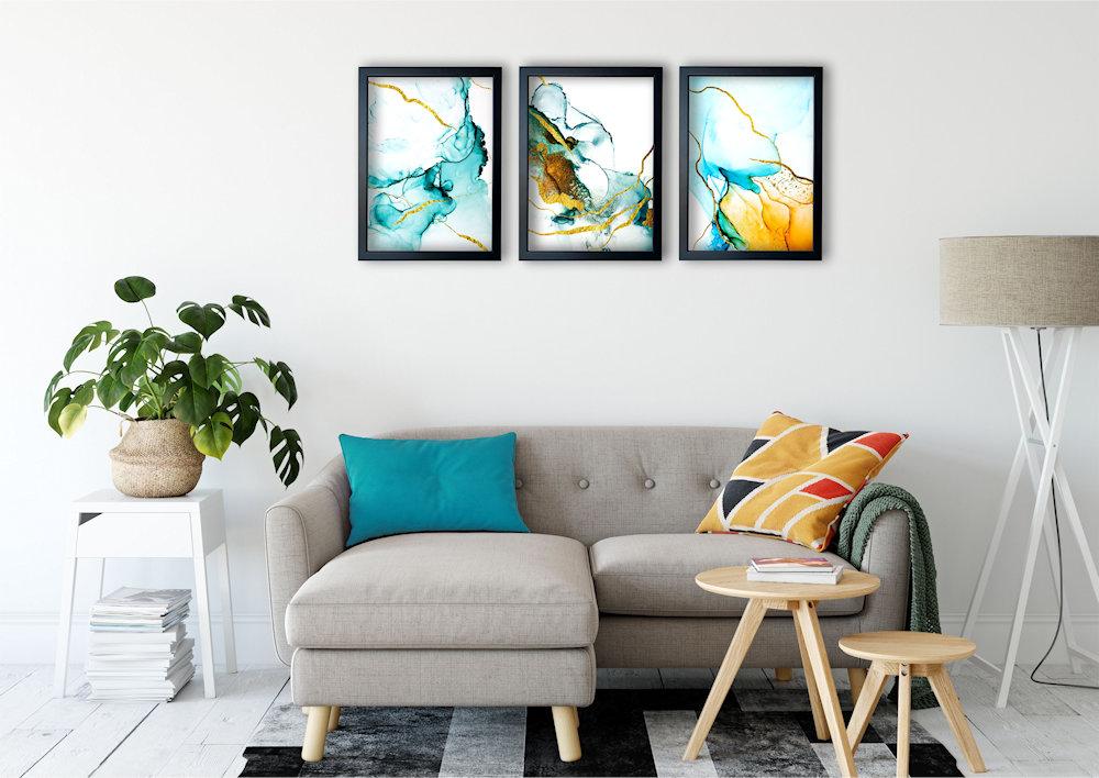 turkusowa abstrakcja nad stylową kanapą