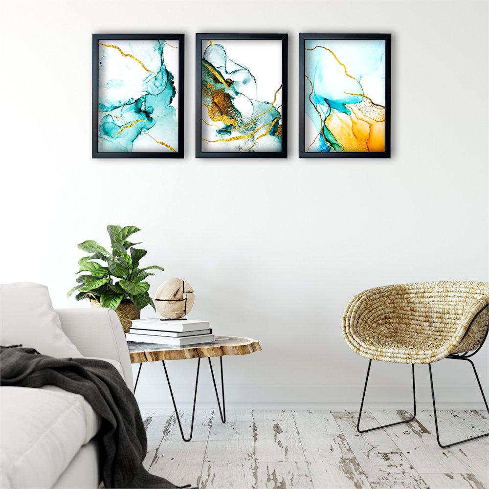 turkusowa abstrakcja w salonie z boku