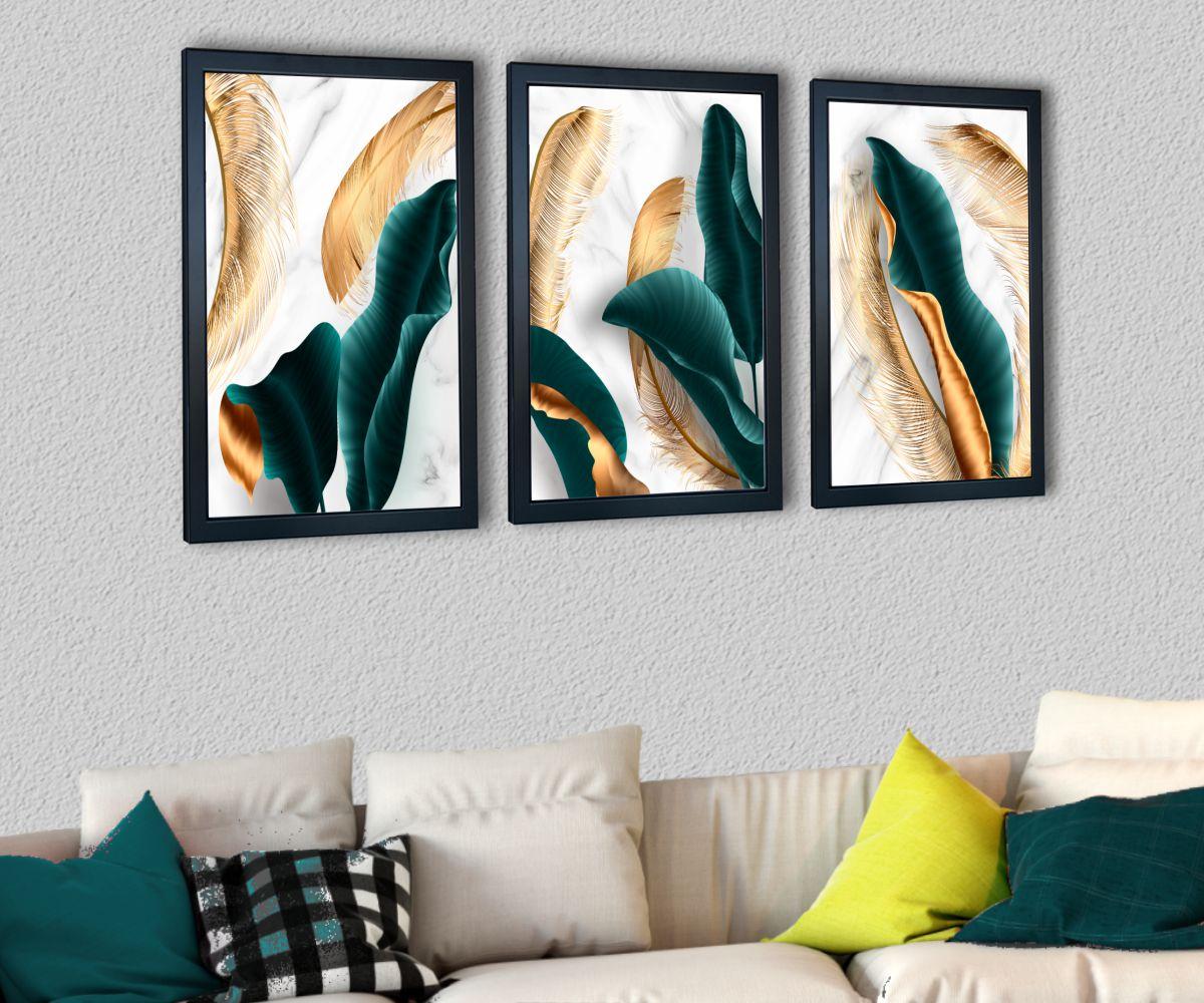 turkusowe liście nad stylową kanapą